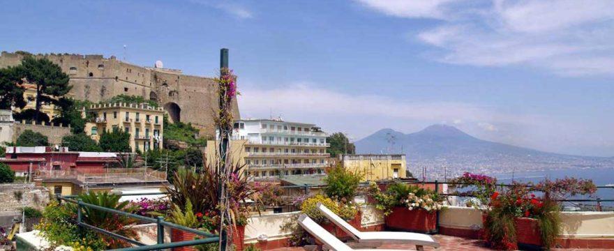 Una terrazza sul golfo di Napoli